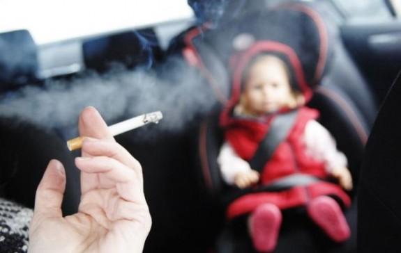 Курение в автомобиле при детях